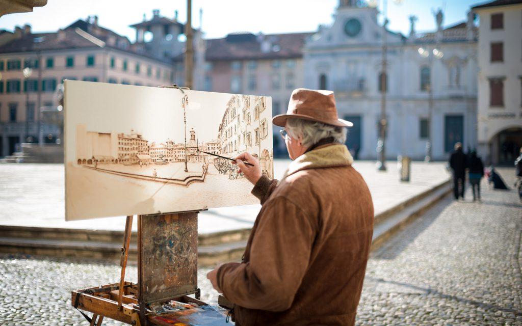Melukis kanvas untuk memulakan perniagaan sendiri