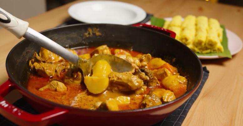 Resepi Roti Jala Mudah & Lembut, Siap Dengan Kuah Kari Ayam Special!