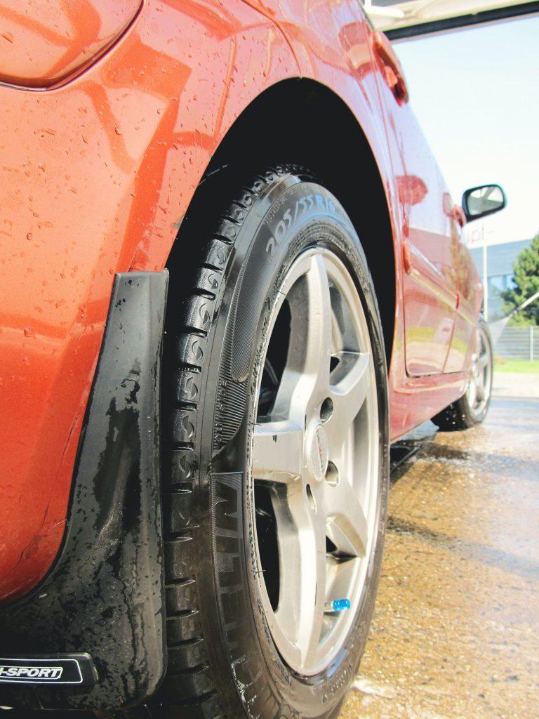 cuci tayar kereta