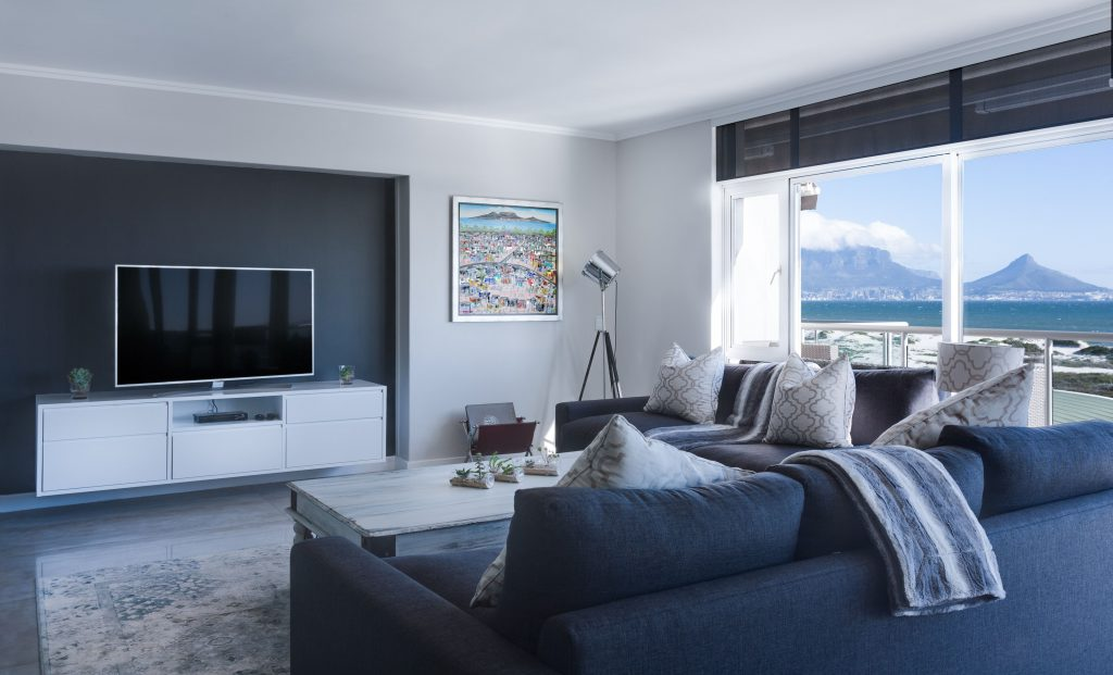 hiasan ruang tamu pemilihan sofa dan kabinet
